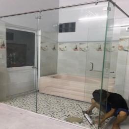 Vách kính lùa nhà tắm