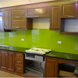 Kính màu ốp bếp xanh non